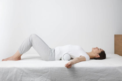 寝姿勢を整える就寝前のストレッチ