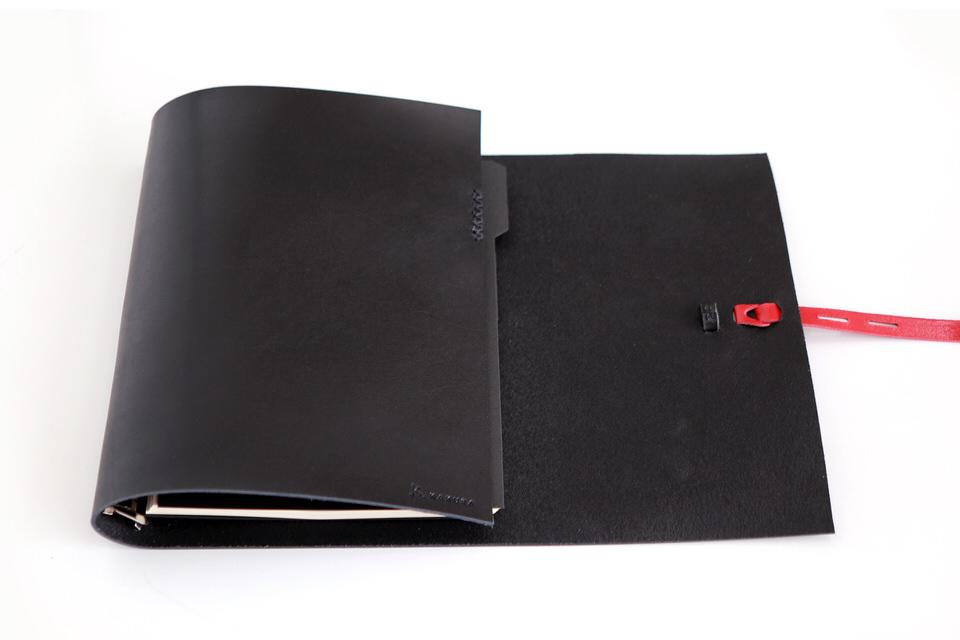 革の手帳_ブラック_革の質感