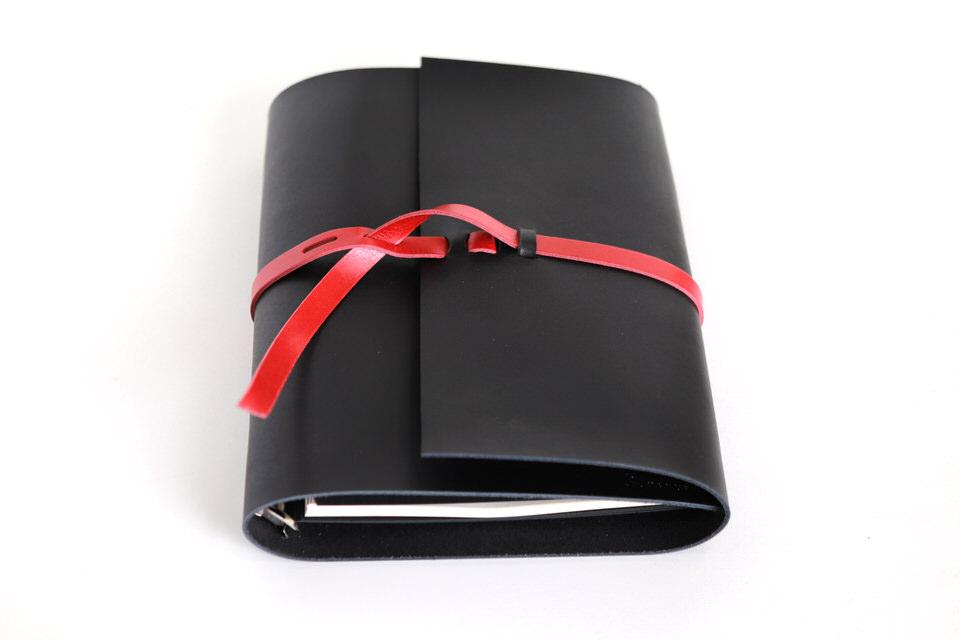革の手帳_ブラック