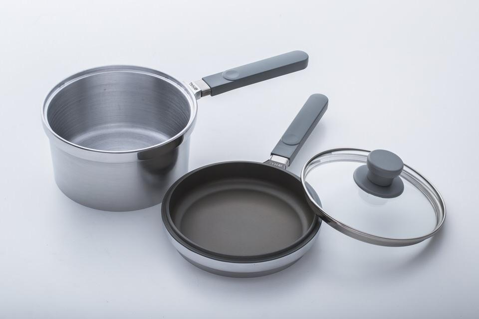 片手鍋タイプの無水鍋