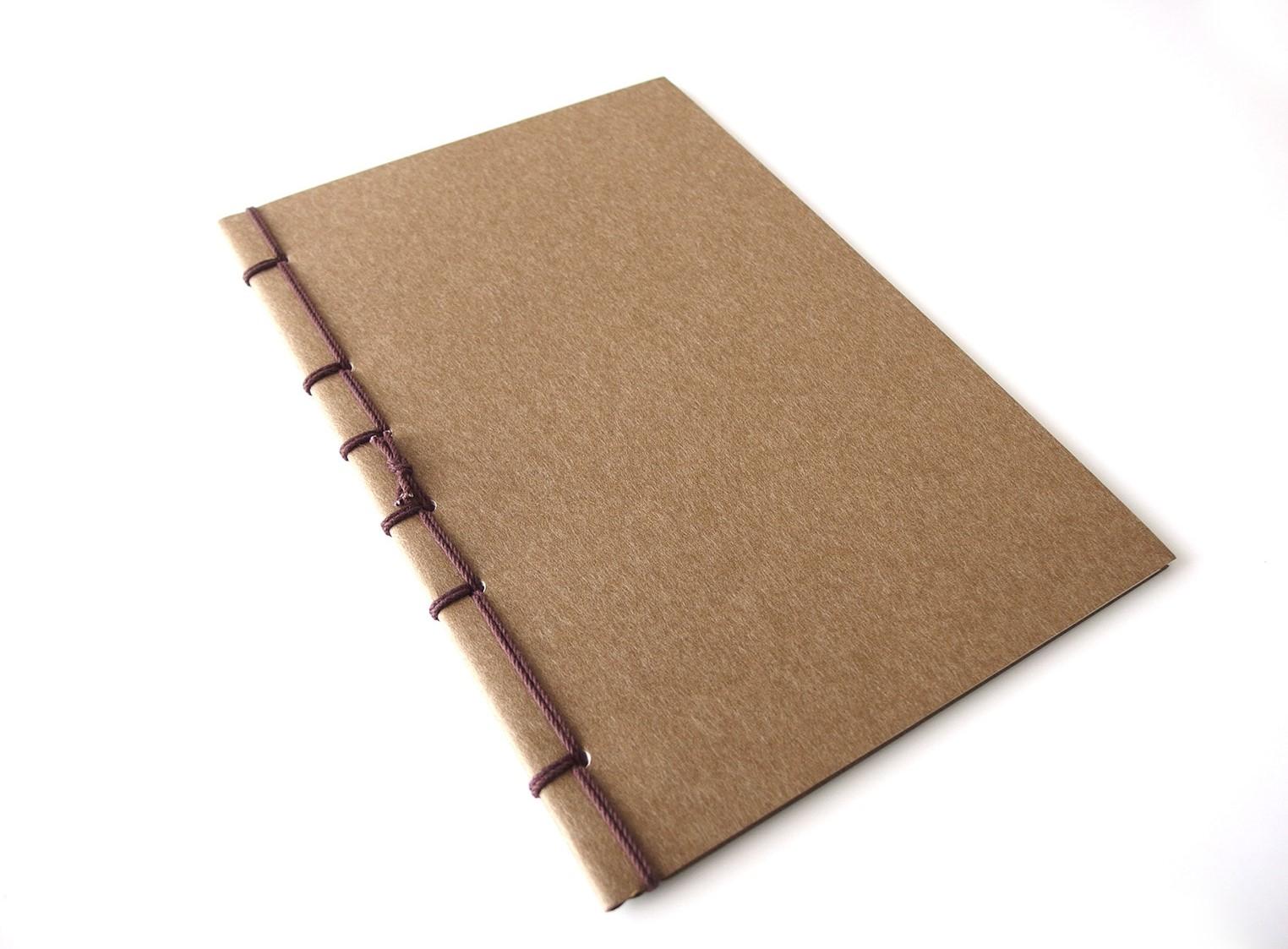 和紙のように見える、上品な仕上がりの表紙