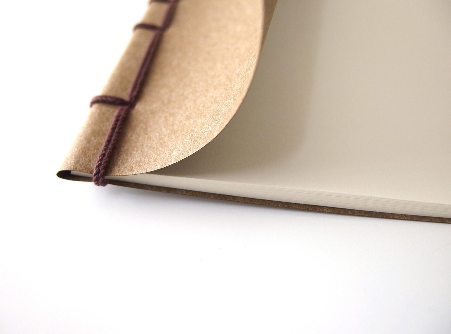 軽くて薄いKAKURAのノート