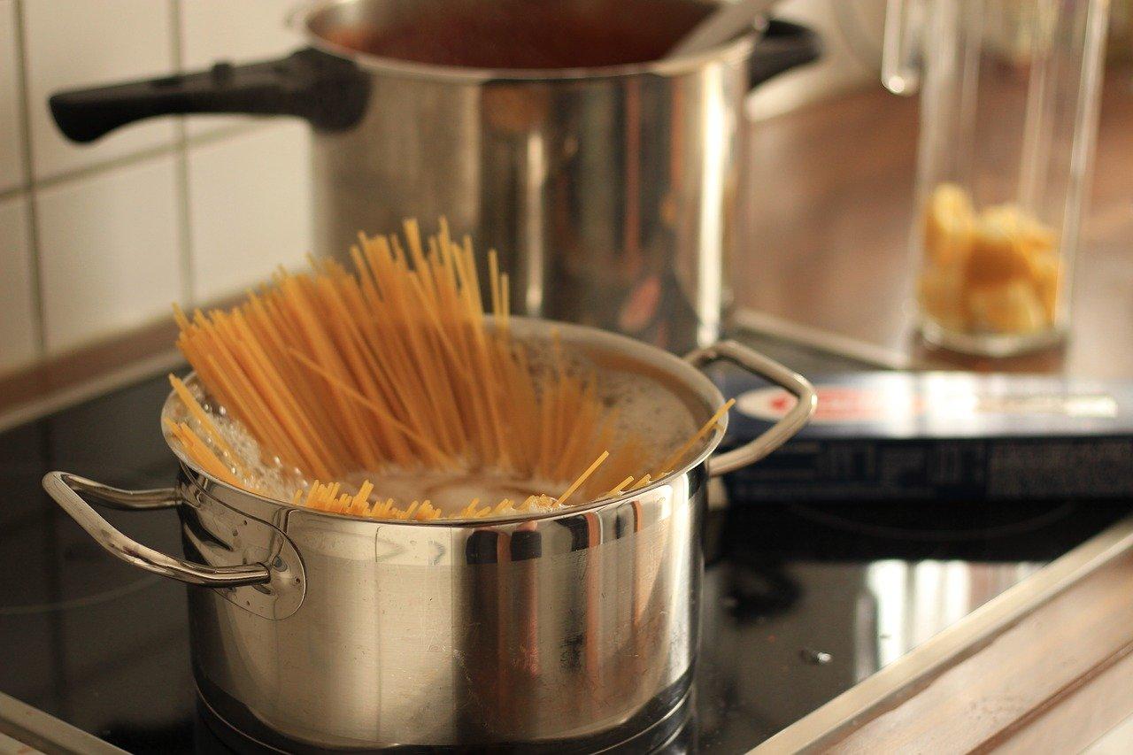 麺類の調理と取り分け