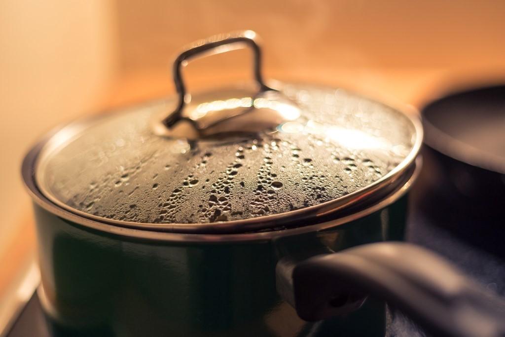 お鍋洗いにディッシュブラシ