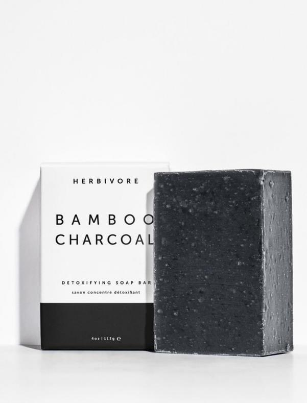 竹炭とホワイトクレイ配合でディープクレンジングに最適