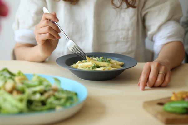 おしゃれなスープ皿で至福のひと時