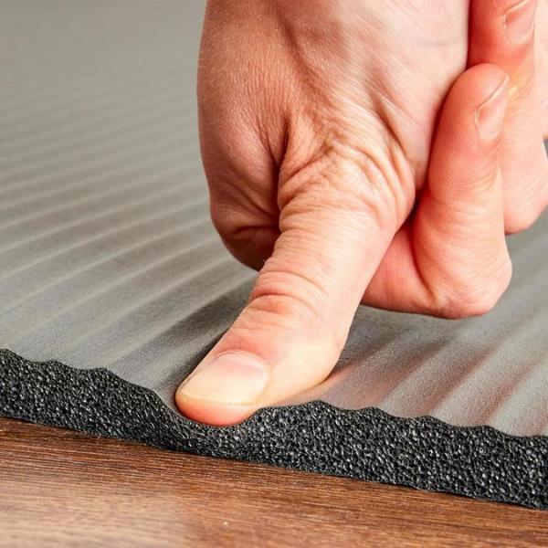 厚さ約1.5cmと、程よく厚みがありクッション性も高い