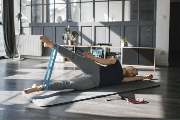 足首にはめて動かせば太ももやお尻の筋肉を鍛えられる