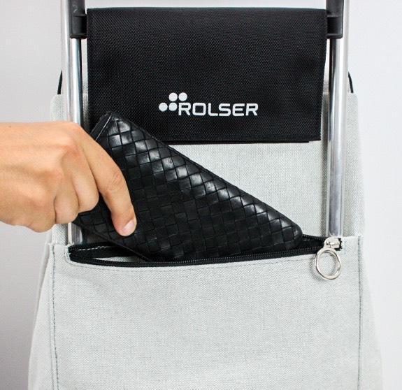 小物を入れるのに便利なファスナーポケット付き