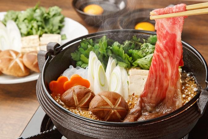 お肉などのたんぱく質と野菜を一緒に摂れる鍋料理