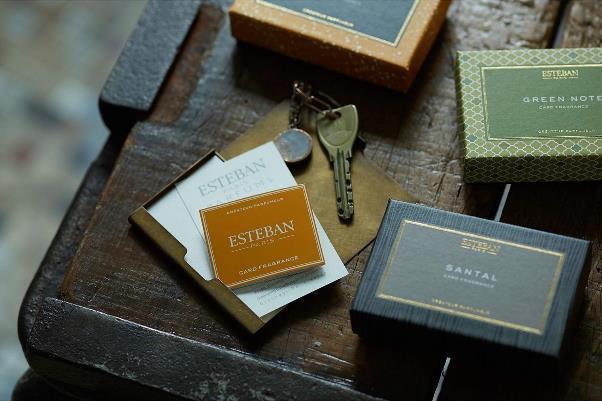 身に付ける小物をいい香りにしたいなら、カードフレグランス