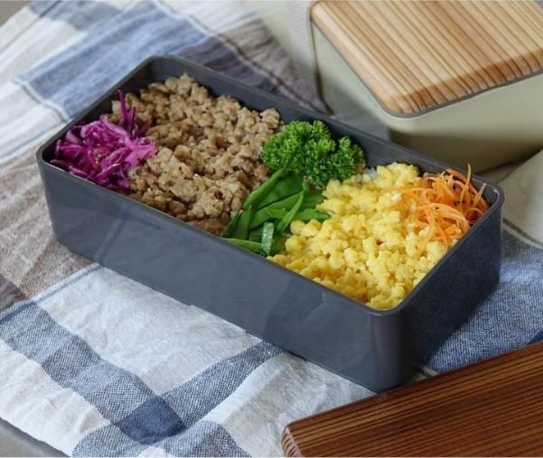 お手入れも簡単な木蓋のお弁当箱