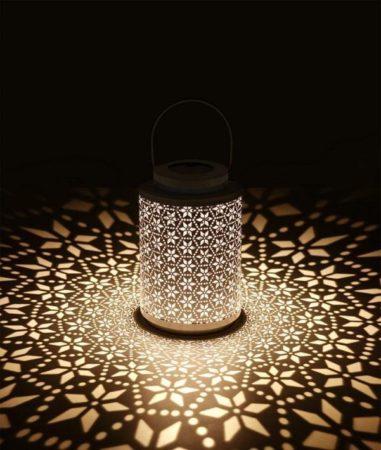 幻想的な光を灯すランタン