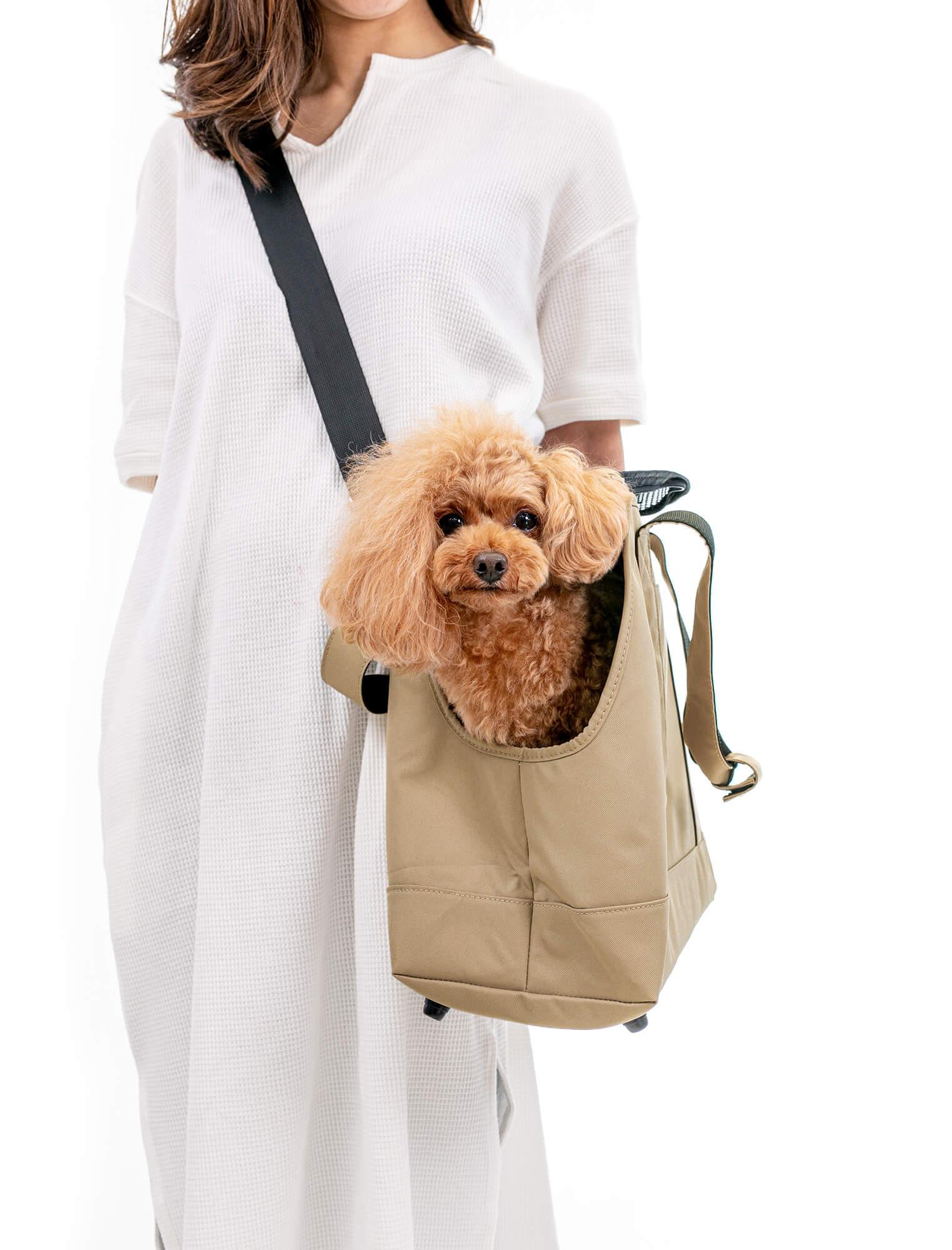 1つのバッグで肩掛け、斜めがけができます