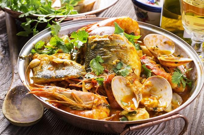 カタプラーナは不思議な形の鍋で魚介類を蒸し煮もしたもの