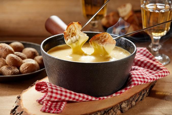 フォンデュはスイスの鍋料理