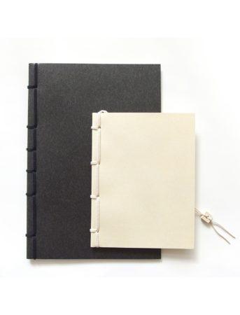 シンプルで高級感を感じられる和綴じ製本のノート
