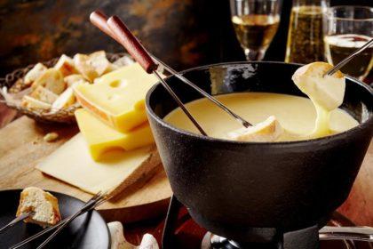 簡単チーズフォンデュとワイン