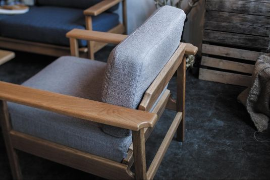 木製フレームソファが人気