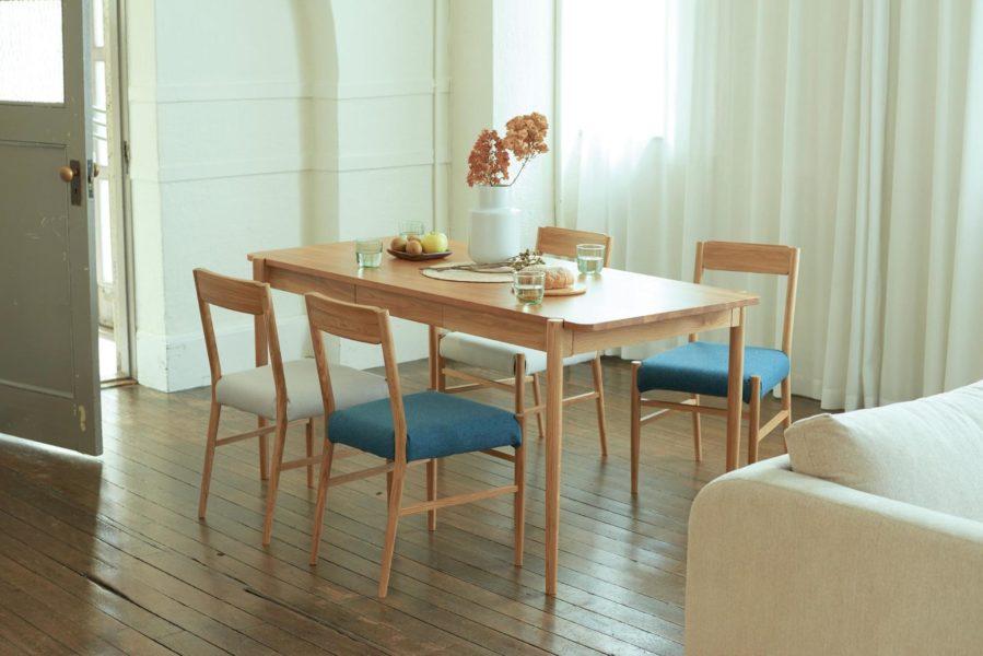 天然木をつかった家具は、ぬくもりのあるおしゃれなダイニング空間