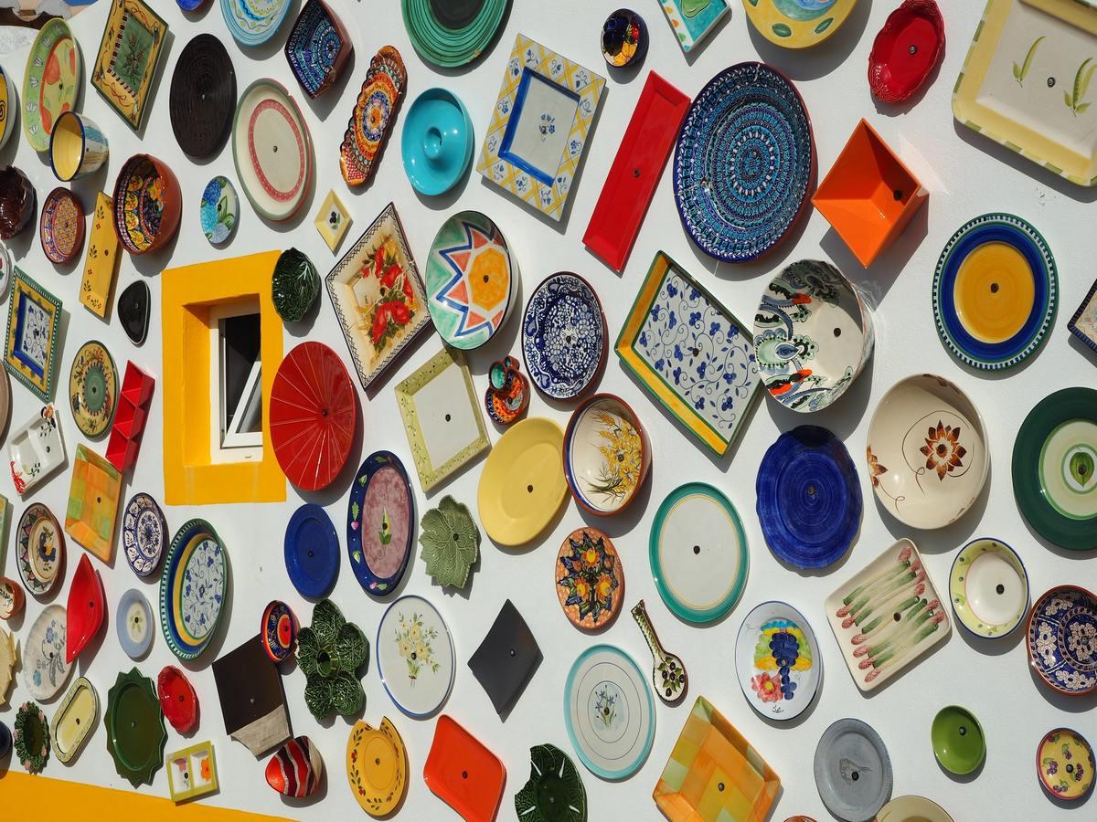 変形皿の形には数え切れないほどの種類がある