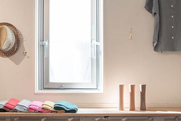 木製ダンベルは3色展開