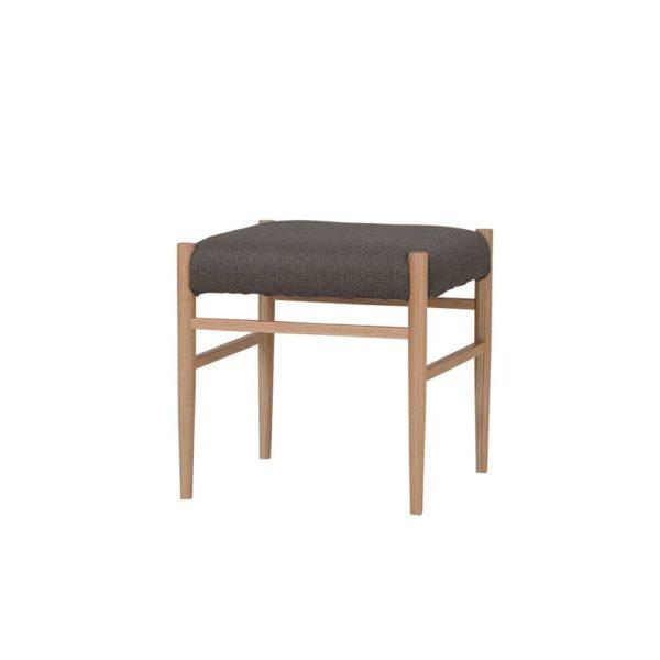 ダイニングテーブルと組み合わせたとき、空間をよりスッキリとさせられる