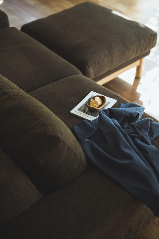 オットマンは、背もたれのないソファのような椅子