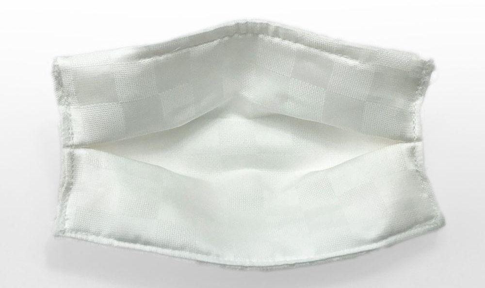 シルクは放湿性、吸湿性、保湿性に優れた天然繊維
