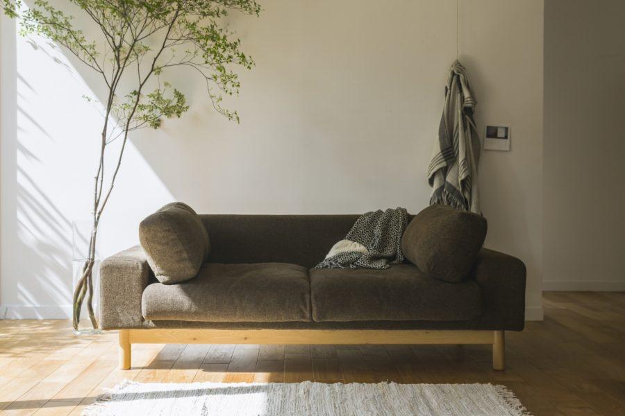 高品質な家具ブランド「SIEVE(シーヴ)」のバージュソファ