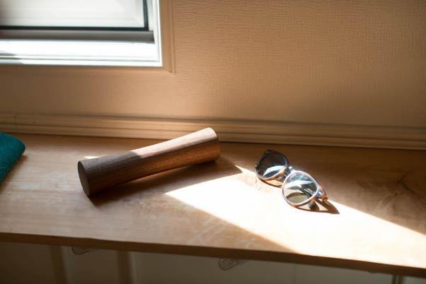 木製ダンベルの重さはおよそ1.1kg