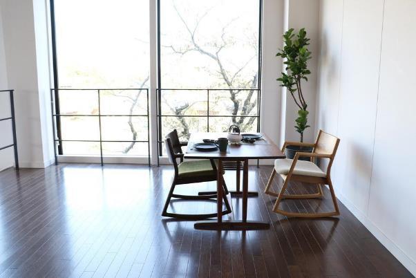 座り心地にこだわった美しい椅子をお部屋に