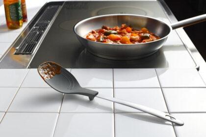 1場所を選ばずすぐに置ける。料理を快適にするおしゃれな調理スプーン