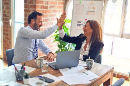職場の人間関係を築く方法。ポイントは「ジョハリの窓」と「自己開示」