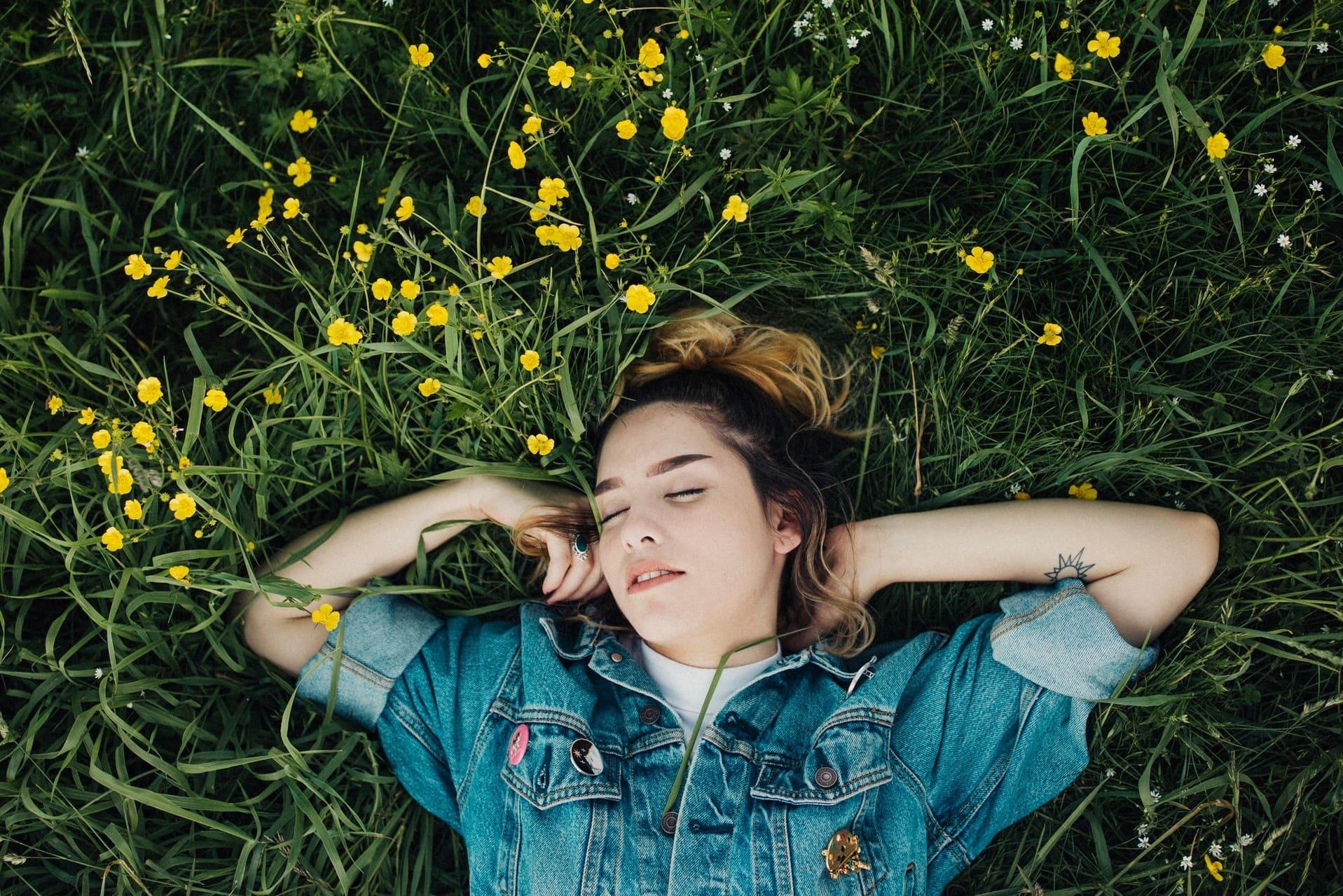 夢診断その3.スミレは「恋愛」の象徴。キレイに咲く花は満足感や幸福感を表す
