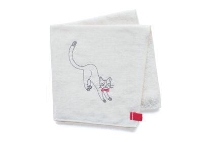 ユニークな猫の刺繍がかわいいハンカチ