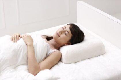 頭部から頚椎をしっかり支える枕「スリープラテックス 首フィット」