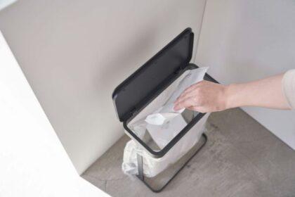 キッチンや洗面所にちょうどいい。LUCEのスリムな蓋つきゴミ袋ホルダー