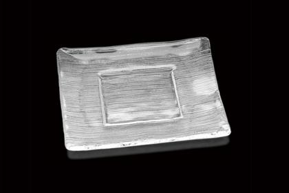 ガラス製の食器で食卓をおしゃれに演出。木村硝子店のストライププレート