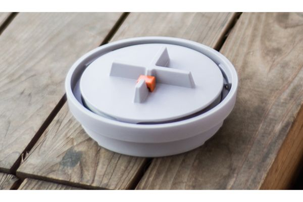インテリアにマッチするManholeのスマートな蚊取り線香台