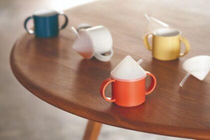 子供が持ちやすい両手付きのマグカップ。コップのみの練習をはじめよう