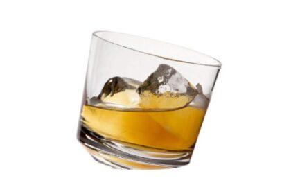 お酒好きにおすすめ。視覚的にも楽しめる新感覚デザインのロックグラス